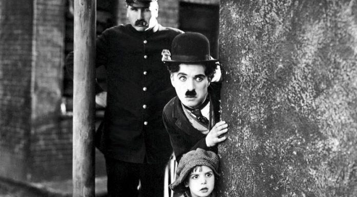 Charlie Chaplin in Il monello, una delle più famose e belle commedie americane di ogni epoca