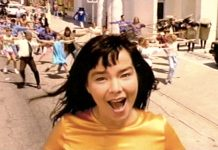 Un'immagine dal video di It's Oh So Quiet, celebre canzone di Björk che in realtà è una cover