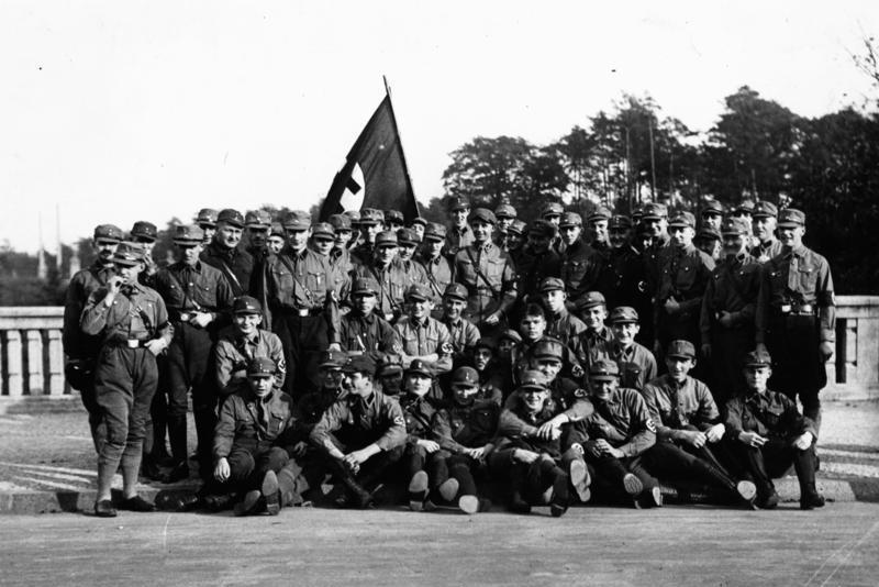 Un'adunata delle SA nel 1929 (foto degli Archivi Generali Tedeschi)