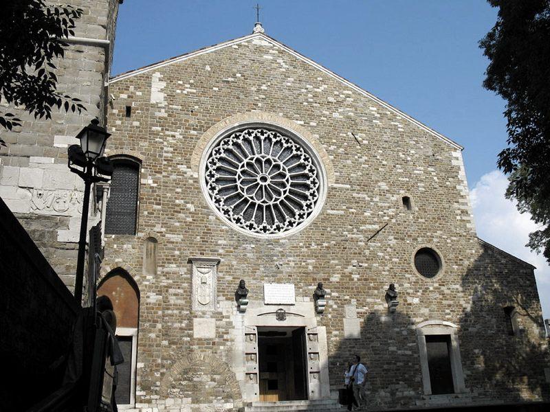 La Cattedrale di San Giusto (foto di Twice25 & Rinina25 via Wikimedia Commons)