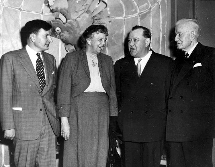 David Rockefeller, a sinistra, nel 1953 con Eleanor Roosevelt, Trygvie Lie e Thomas J. Watson