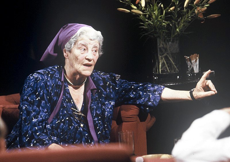 Miriam Rothschild ospite di una trasmissione televisiva nel 1988 (foto di Open Media Ltd)