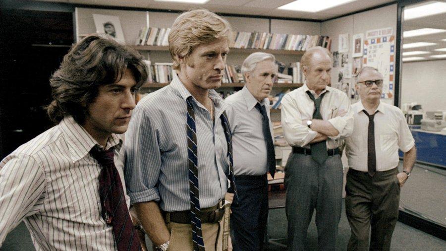 Il cast di Tutti gli uomini del presidente, con Dustin Hoffman e Robert Redford in primo piano