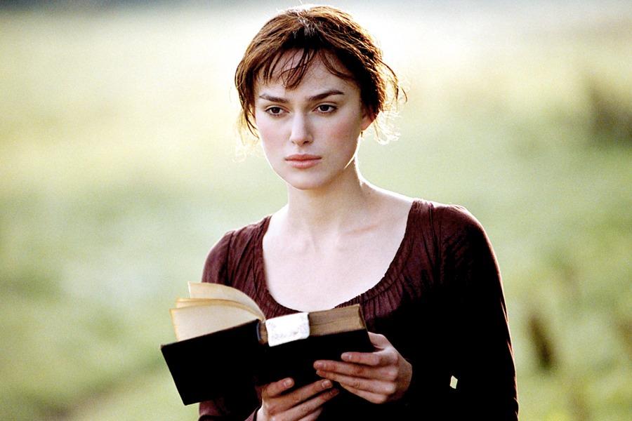 Keira Knightley in Orgoglio e pregiudizio nei panni di Elizabeth Bennet, uno dei personaggi femminili più amati della letteratura