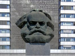 Statua di Karl Marx – uno dei principali filosofi famosi del nostro elenco – a Chemnitz, la vecchia Karl-Marx-Stadt