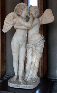 Copia romana di una statua ellenistica di Amore e Psiche (foto di sailko via Wikimedia Commons)