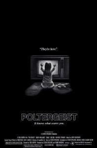 La locandina del primo Poltergeist