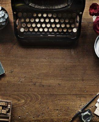 Come scrivere un libro? Macchina da scrivere e ispirazione
