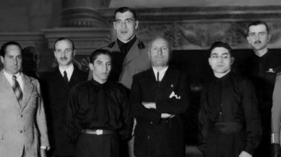 Primo Carnera in divisa fascista assieme a Benito Mussolini
