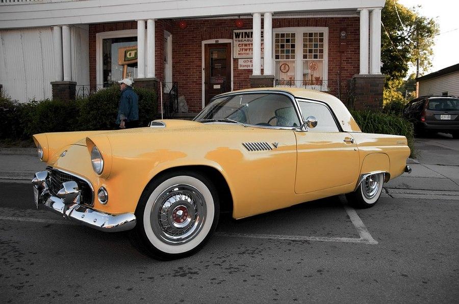 Una Ford Thunderbird del 1955