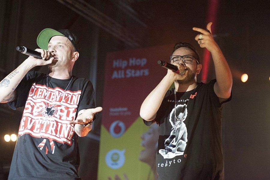 Clementino e Rocco Hunt in un'esibizione congiunta (foto Andrea Di Quarto via Wikimedia Commons)