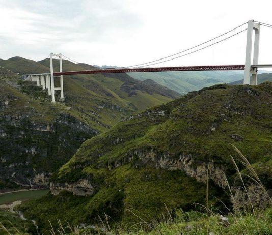 I ponti più alti del mondo, a partire dal Ponte del Beipanjiang (foto di Glabb via Wikimedia Commons)