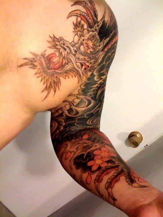 Un drago sulla spalla (foto di mytat_2s via Flickr)