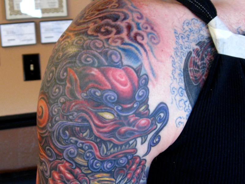 La parte anteriore del tatuaggio del leone (foto di Jason Lander via Flickr)