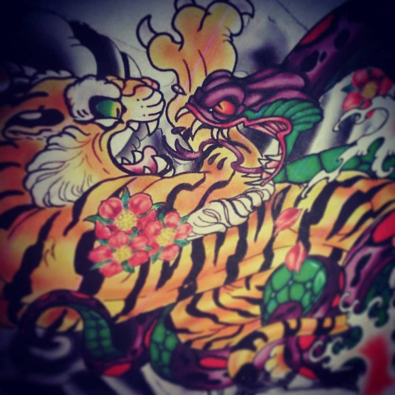 Serpente contro tigre in un tatuaggio (foto di Ettore Bechis via Flickr)