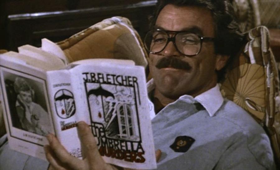 Telefilm anni '80: Thomas Magnum legge un libro di Jessica Fletcher