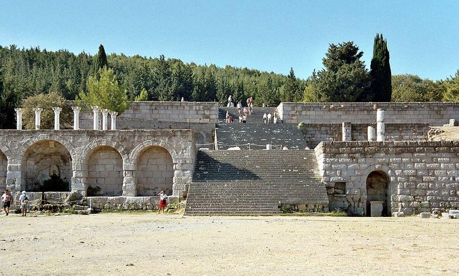 Il sito archeologico di Asklepeion (foto di Heiko Gorski via Wikimedia Commons)
