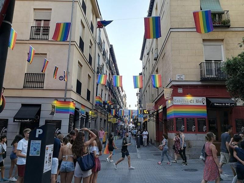 Una strada del quartiere Chueca, a Madrid