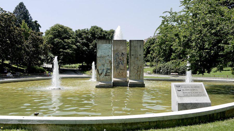 I pezzi del muro di Berlino nel Parque de Berlín (foto di Xauxa Håkan Svensson via Wikimedia Commons)