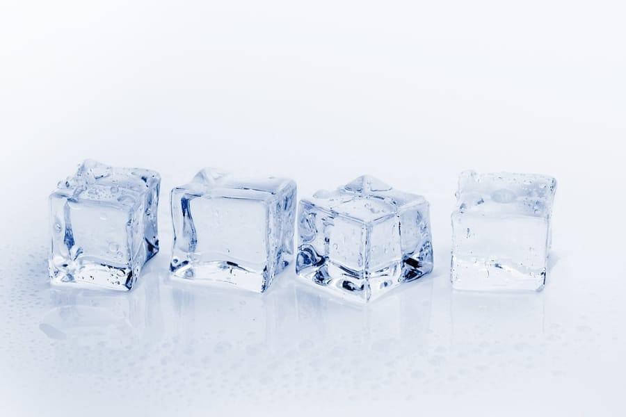 Il ghiaccio e l'acqua