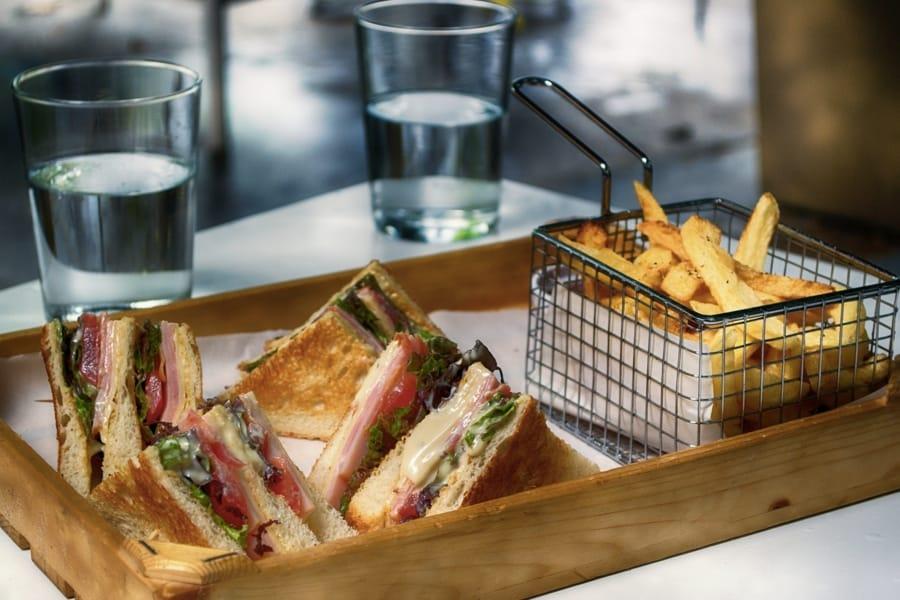 Col club sandwich bisogna anche stare attenti alla salute e alle calorie