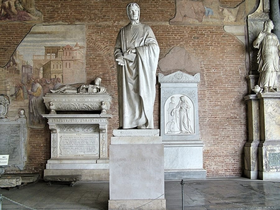 La statua di Fibonacci a Pisa