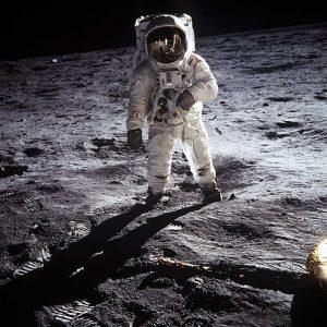Buzz Aldrin fotografato da Neil Armstrong durante la passeggiata lunare