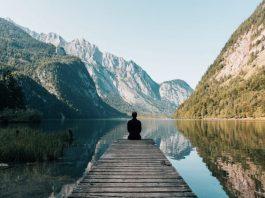 La calma di un bel paesaggio montano