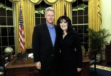Bill Clinton e Monica Lewinsky prima dello scandalo che portò il presidente all'impeachment