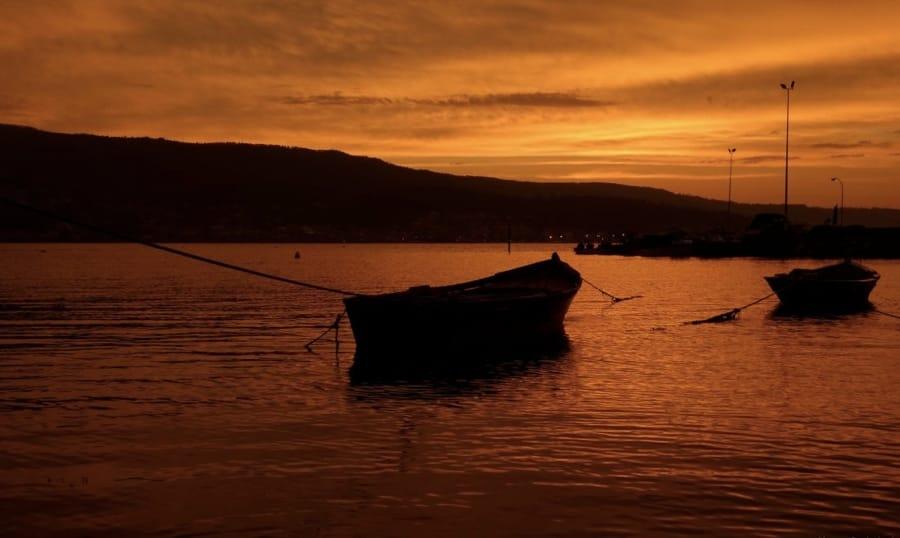 Un bel tramonto su una barca