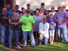 I volontari che hanno lavorato a casa Ragland dopo l'arrivo della lettera anonima