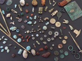 Gli amuleti ritrovati nello scrigno a Pompei