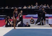 Simone Biles prima del suo triplo salto mortale