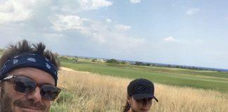 Victoria e David Beckham in bici in Puglia