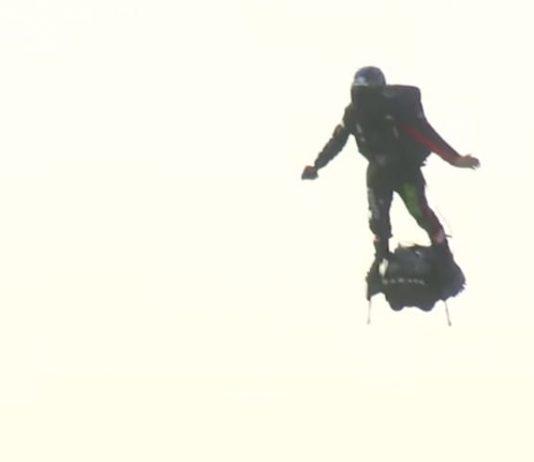 Francky Zapata alla partenza del volo sulla Manica