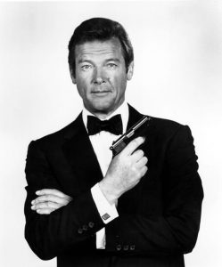 Roger Moore nei panni di James Bond