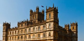 Highclere Castle, dove è stato girato Downton Abbey (foto di Richard Munckton via Flickr)