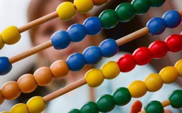 Alla scoperta della proprietà associativa dell'addizione e della moltiplicazione, per non dover più usare l'abaco