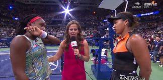 Coco Gauff, a sinsitra, con Naomi Osaka al termine della loro gara agli US Open di tennis