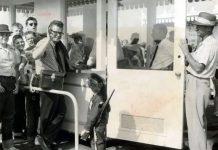 Dave MacPherson nel 1955 all'ingresso di Disneyland