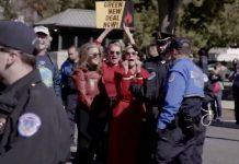 Jane Fonda durante l'arresto