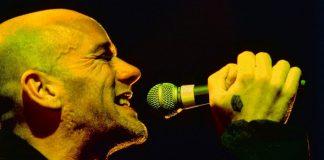Michael Stipe in una foto di Les Zg (via Wikimedia Commons)