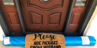Il pacchetto nascosto sotto allo zerbino