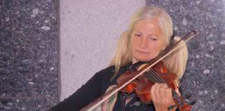 Emily Zamourka col suo violino