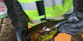 Una delle bottiglie recuperate nel Mar Baltico