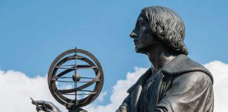 Una statua dedicata a Copernico