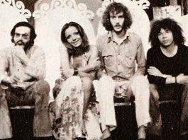 Da sinistra, Antonello Venditti, Simona Izzo, Francesco De Gregori e Riccardo Cocciante nel 1973
