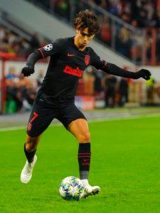 João Félix in azione con la maglia dell'Atlético Madrid (foto di Анна Нэсси)