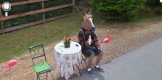 La foto di Google Street View con l'uomo con la testa di cavallo
