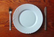 Un piatto vuoto per il digiuno intermittente